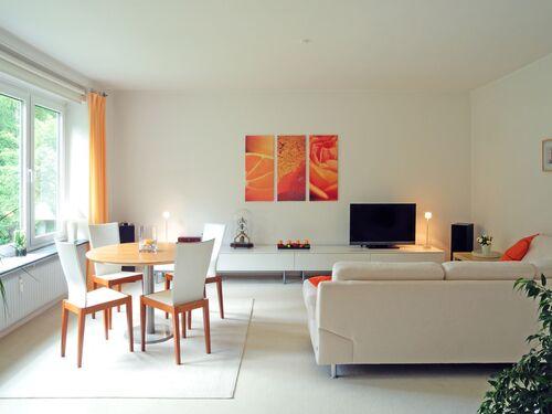 Bílý obývací pokoj